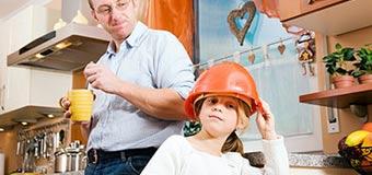 Как организовать защиту и безопасность ребенка от бытовых травм?