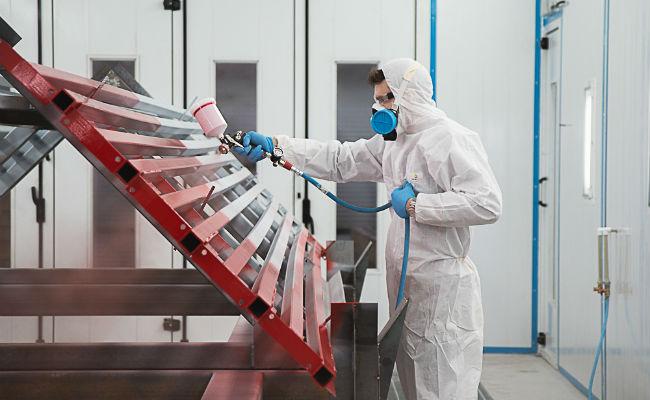 применение одноразовых комбинезонов на промышленном предприятии