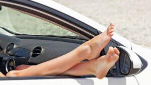Что нельзя делать в машине во время движения?
