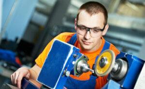 правила безопасности при работе на точильном и токарном станке