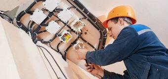 Как достигнуть безопасности при проведении электропроводки?