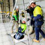 Применение страховочного трипода для работы на высоте