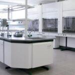 Разнообразие современной лабораторной мебели