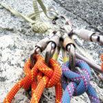 Как привязать альпинистский карабин правильно?