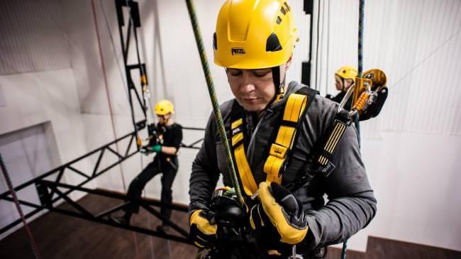 Виды привязей для безопасной работы на высоте