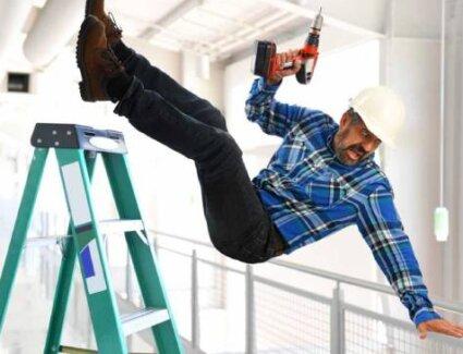 Безопасность при работе на стремянке